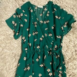 Sienna sky floral bouse deep v neck green small